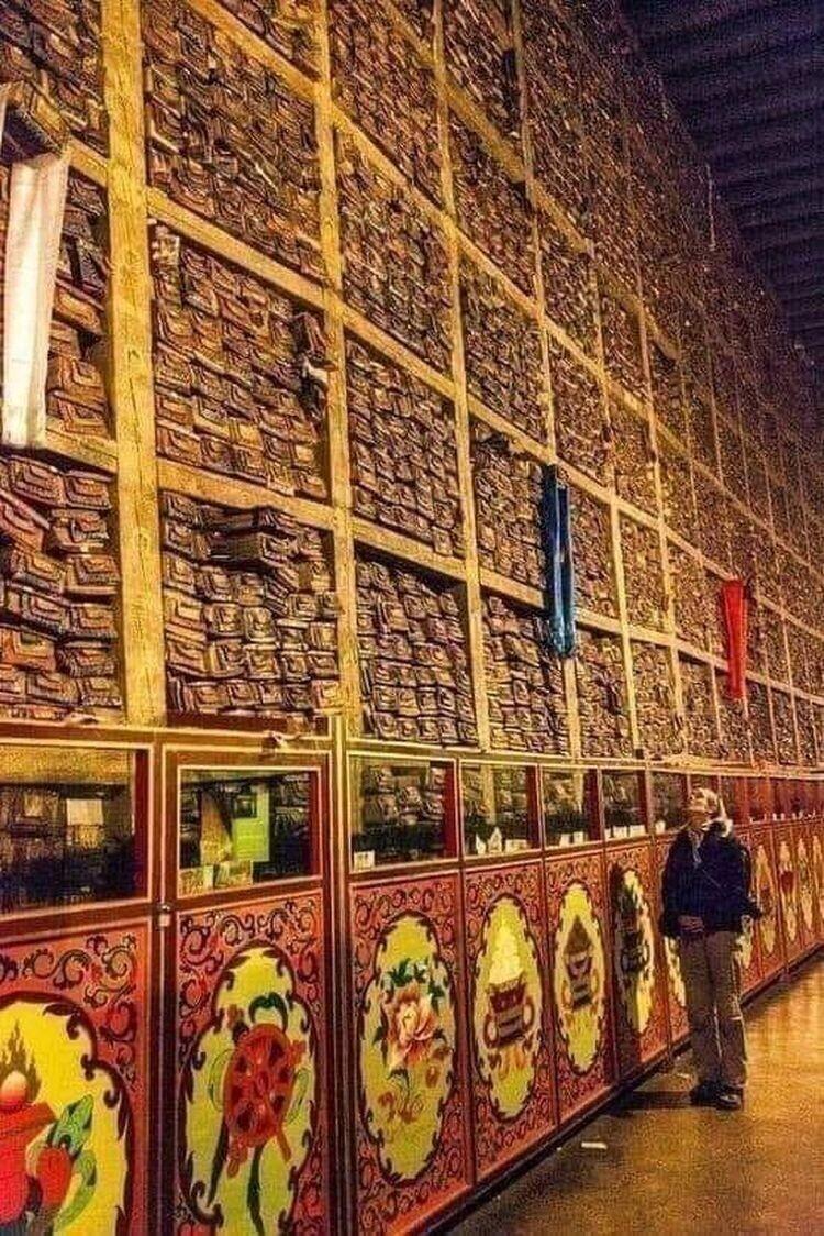 Библиотека, найденная в Тибете. Более 80 тысяч неприкосновенных свитков и книг