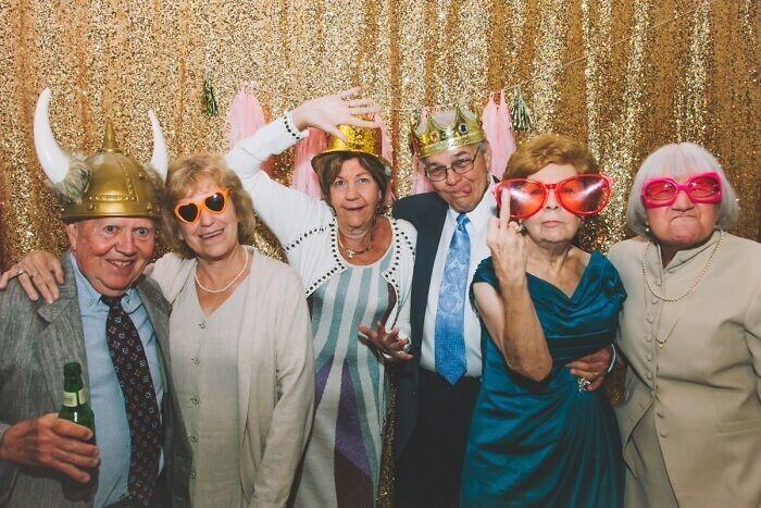 4. Как на свадьбе отрывается старшее поколение