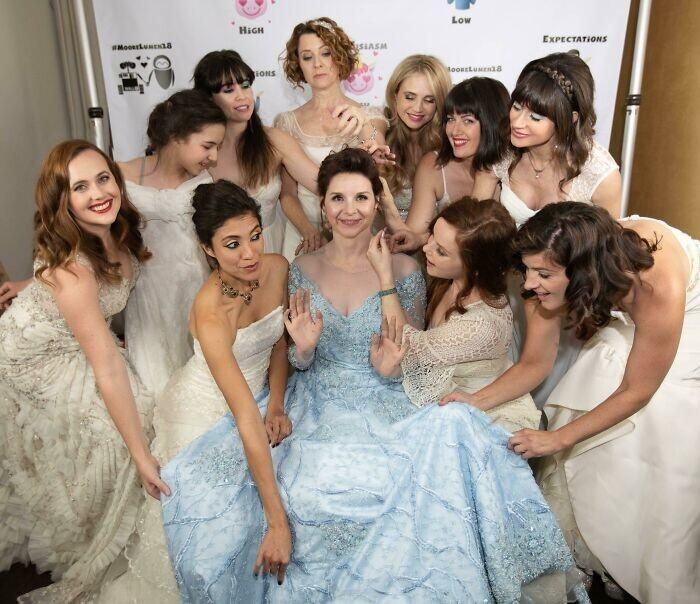 10. Невеста предложила всем девушкам прийти на свадьбу в своих старых свадебных платьях, чтобы у них был повод надеть их еще раз