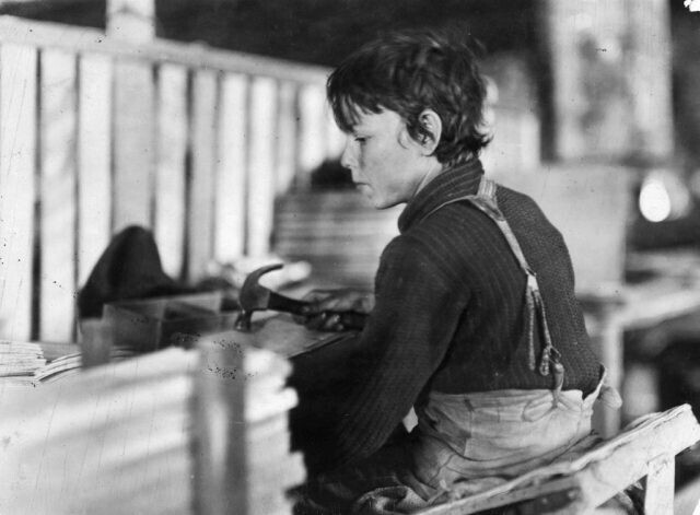 Дети на фабриках