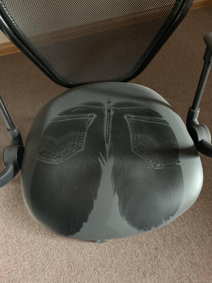 Отпечаток на пыльном кресле