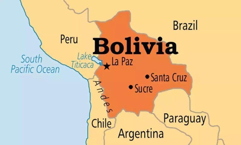 В Боливии всегда наготове постоянный военно-морской флот - на случай, если придется отвоевывать побережье, проигранное Чили в 19 веке