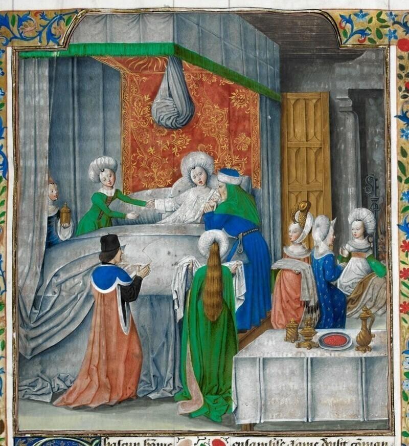 В средние века женщины высших классов общества закрывались в специальной комнате за несколько дней до родов. К ним пускали только женщин, а также тщательно закрывали окна шторами, чтобы свет не повредил глаза будущей матери