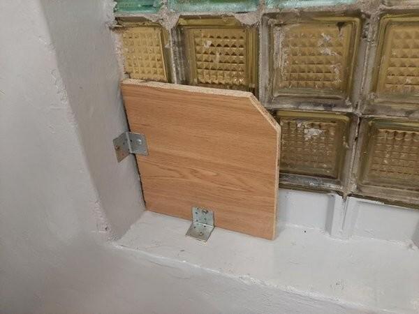 1. «В окне была дыра, и вот как в нашей школе решили ее заделать»