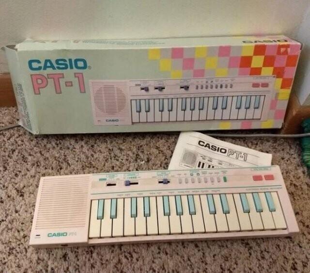 2. Мини-синтезатор Casio в красивых пастельных тонах