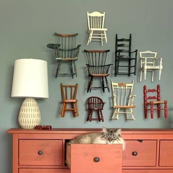 16. Коллекция миниатюрных стульев