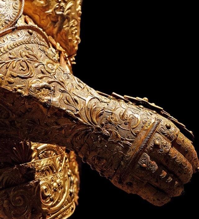 6.Парадные доспехи Генриха III, Франция. Сделаны в 1570 году. Только всмотритесь в детали!