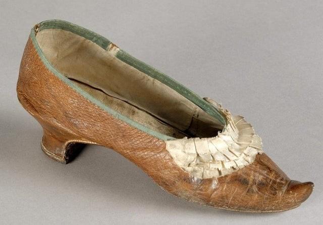 10. Туфля Марии Антуанетты, которую она носила в свой последний день в 1793 году