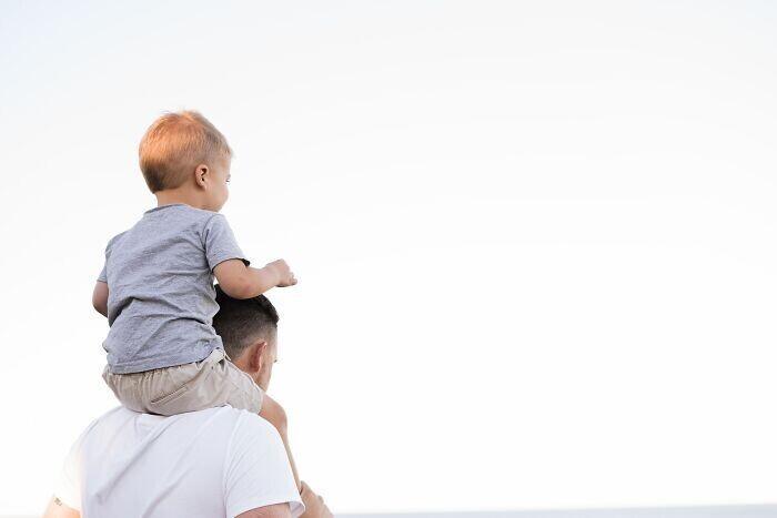 18. В США у людей с детьми на 12,7% меньше шансов быть счастливыми, чем у бездетных