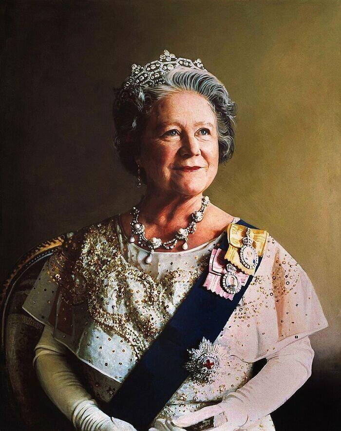 7. В 1982 году королева Елизавета, королева-мать, была доставлена в больницу, когда рыбья кость застряла у нее в горле, и ей в итоге сделали операцию по ее удалению