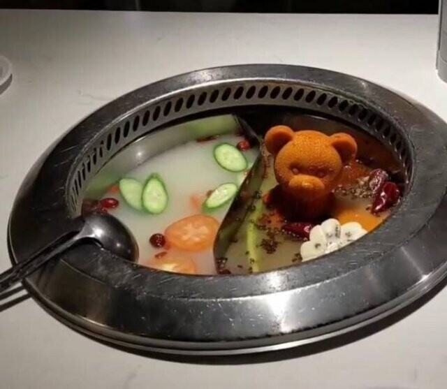 В одном из китайских ресторанов Квинса специи подаются в виде миниатюрных мишек, которые кладутся в горшок с супом - и тут же растворяются