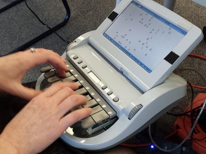 18. Стенографическая машина, которую используют, чтобы записывать каждое слово, произнесенное в суде