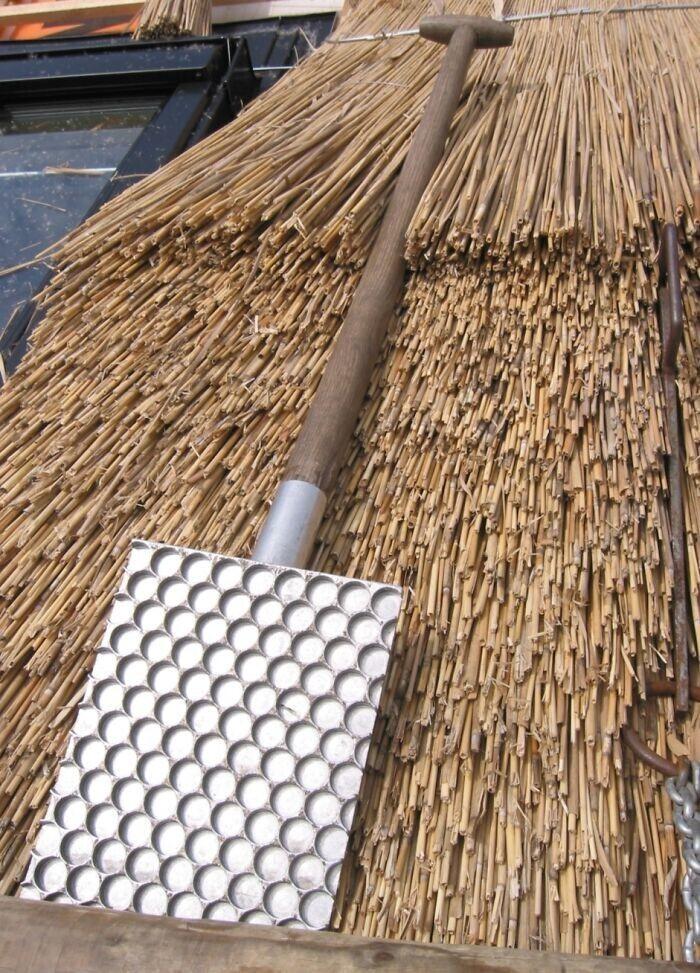 """25. Инструмент для работы с соломенной крышей. В Нидерландах его называют """"Drijfbord"""""""