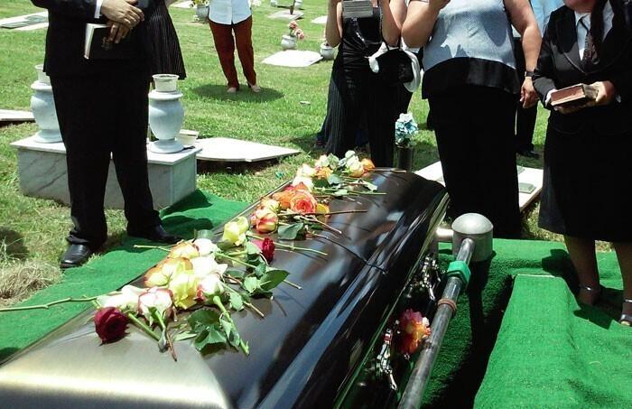 """""""Похоронные конторы, которые наживаются на чужом горе, получая сверхприбыли за счет того, что родственники умершего ни за что не будут торговаться"""""""