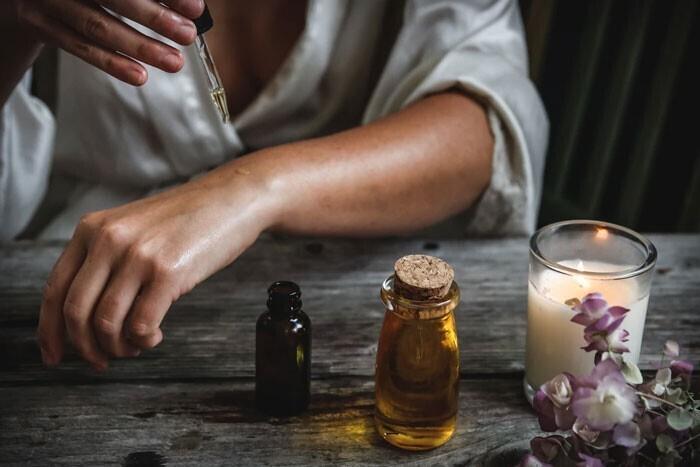 """""""Продавцы эфирных масел, которые обещают необычайный эффект для здоровья. На самом деле, эфирные масла помогают максимум при насморке"""""""