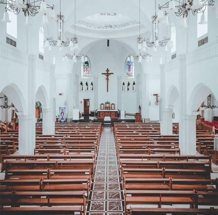 """""""Католическая церковь. Имущество Ватикана оценивается в $30 миллиардов. Почему бы им не раздать деньги бедным? Ведь нас они призывают именно к этому!"""""""