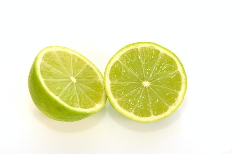 """""""Если вы хотите использовать сок лаймов, апельсинов или лимонов для блюда, перед нарезкой немного раскатайте их руками, слегка надавливая"""""""
