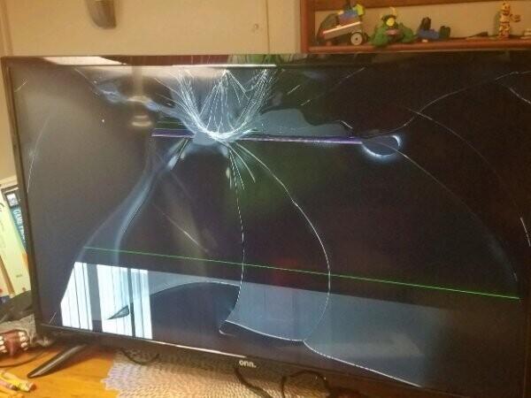 """""""Мама заказала мне на день рождения телевизор с доставкой. Спасибо, FedEx"""""""