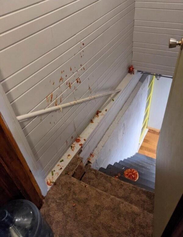 """""""Мой бойфренд нес нам пиццу по лестнице. Но не донес"""""""