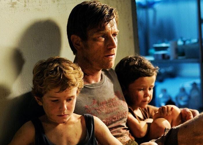 """""""Когда случается катастрофа, в которой гибнет целый город, выживает не только герой, во что еще можно поверить, но и вся его семья, даже если его родственники были в этот момент в разных концах города"""""""