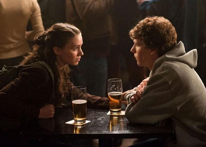 """""""Герои отлично слышат друг друга, даже если разговаривают в очень шумном баре или на линии обстрела"""""""
