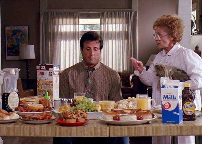 """""""Когда мама четыре часа готовит завтрак, а сын хватает кусок колбасы и говорит, что торопится на работу""""."""