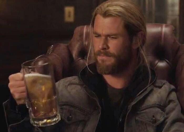 """""""Когда герой в баре просит пиво, бармен молча наполняет ему кружку. В жизни бармен для началахотя бы спросил бы, какой из 20 сортов пива он предпочитает"""""""