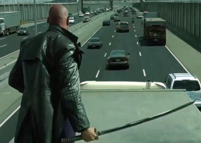 """""""Во время погони на авто по городжу герои никогда не втыкаются в пробку"""""""