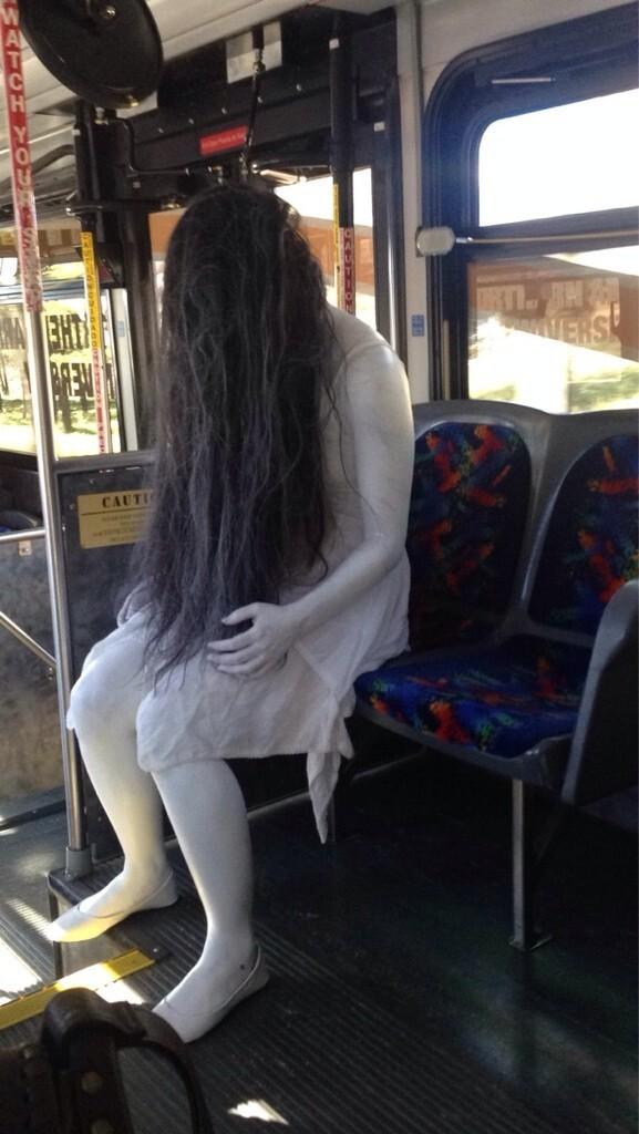 Я уже несколько дней встречаю эту девушку на своём маршруте. Может уже начинать бояться?