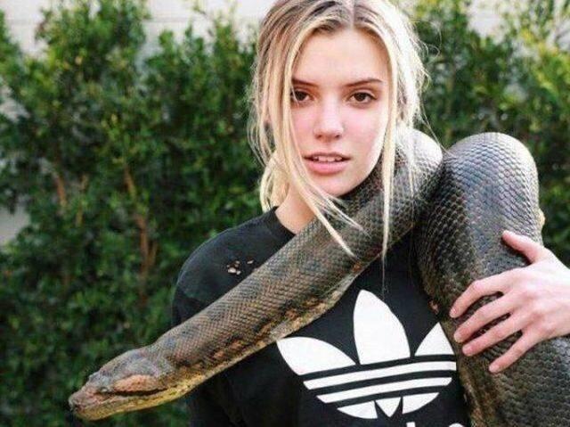 Заклинательница змей