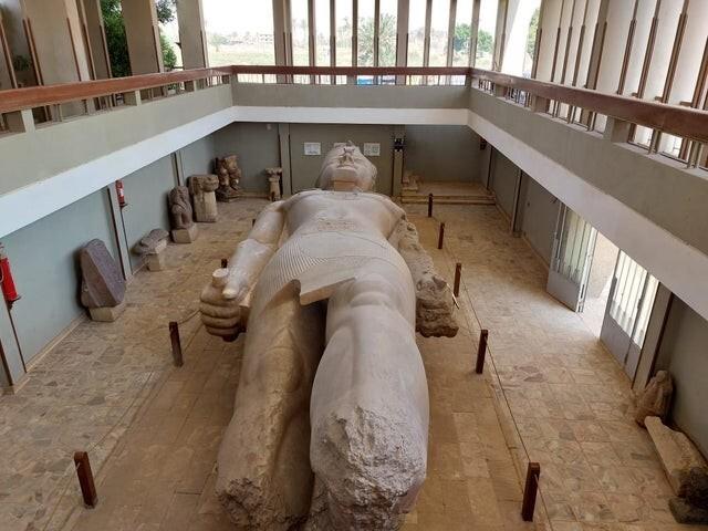 Статуя Рамзеса, высотой более 10 метров