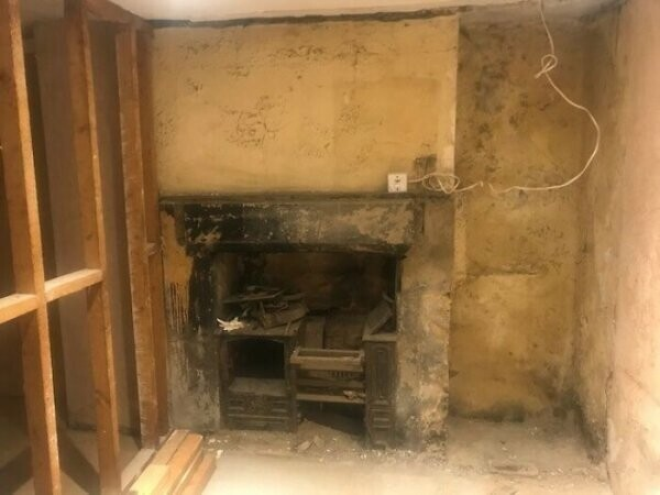 """""""Снесли стену в нашем старом доме Викторианской эпохи и нашли за ней старый камин"""""""