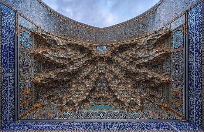 16. Потолок гробницы в Иране