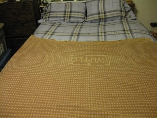 """6. """"Хорошее шерстяное одеяло будет служить вам много лет. Это было сделано примерно в 1927 году, даже чуть раньше, и использовалось в вагонах поездов Pullman. Их до сих пор распродают, я купила свое в Интернете"""""""