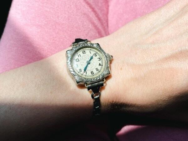 """1. """"Мои почти-антикварные наручные часы сделаны в 1929 году"""""""
