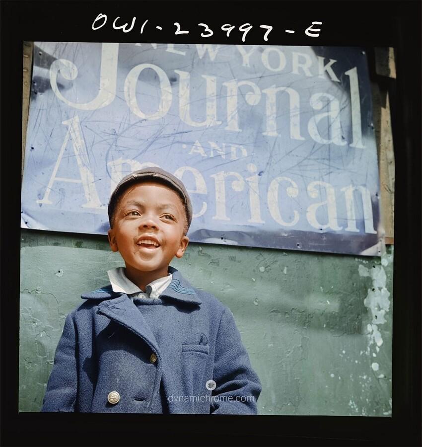 2. Газетчик из Гарлема, снимок Гордона Паркса