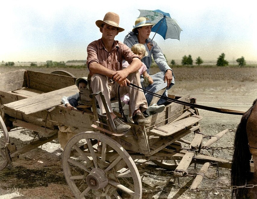 13. Портрет семьи близ Маскоги, Оклахома, во время засухи, август 1939 года