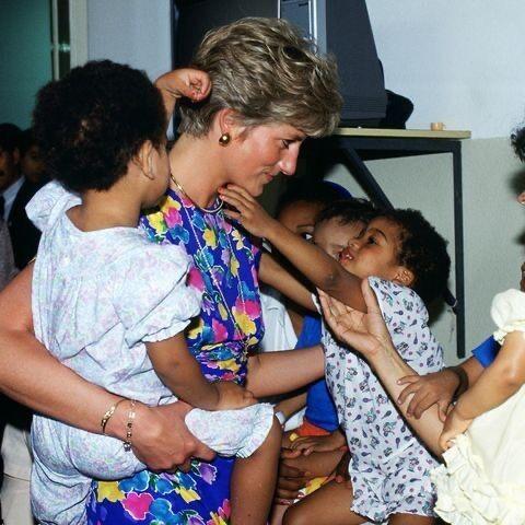 12. Принцесса Диана посетила ВИЧ-инфицированных детей в хостеле Faban, Сан-Паулу, 1991 год