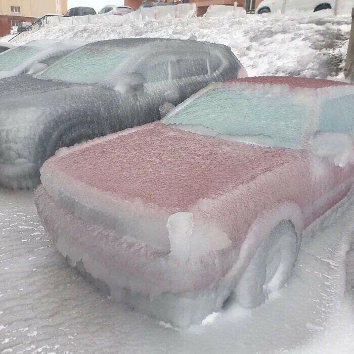 Машины после дождя в мороз. Владивосток