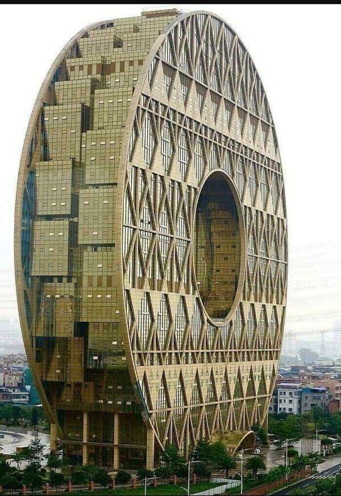 Круглый небоскреб в Китае