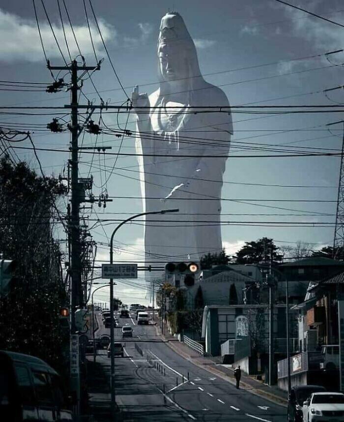 Статуя богини Каннон в городе Сэндай в Японии - самая высокая статуя богини в Японии и одна из пяти самых высоких статуй мира