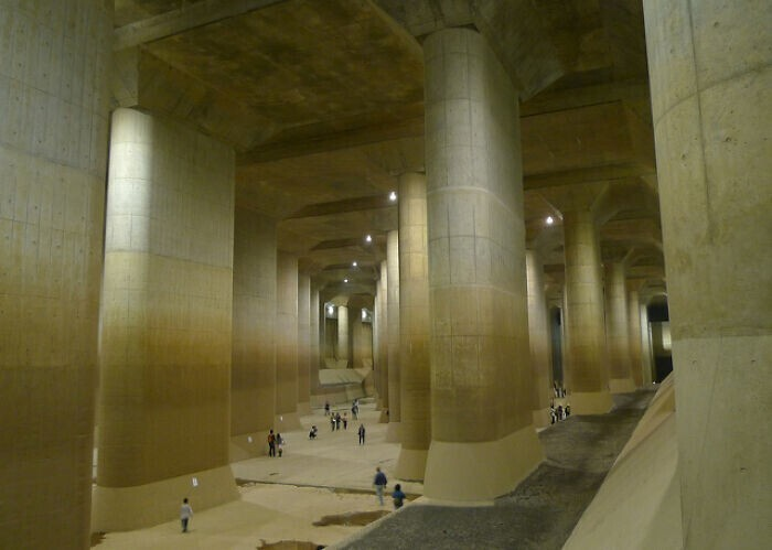 Это не дворец. Это противопаводковый коллектор в Токио