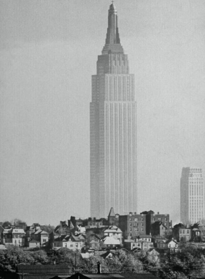 Эмпайр Стейт Билдинг над Нью-Йорком начала ХХ века