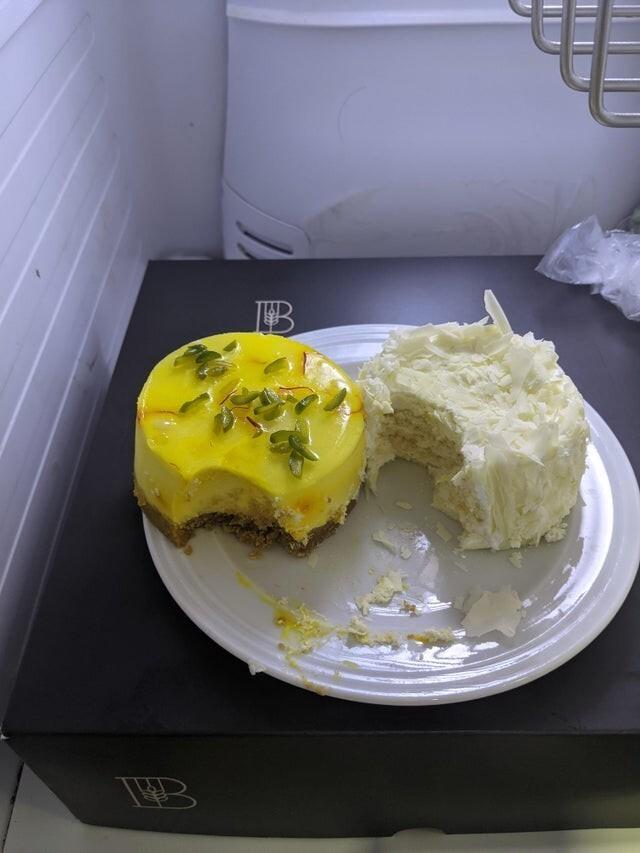 3. Коллегу поздравили, в честь ее беременности принесли пирожные, в итоге в холодильнике, когда все хотели попить чай, оказалось это. Она их просто надкусала