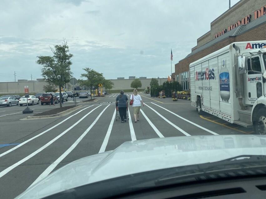 9. Они никуда не торопятся, когда идут по проезжей части, а потом жалуются на хамство водителей