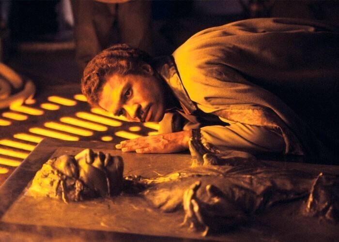 """Актер Харрисон Форд хотел, чтобы в """"Звездных войнах"""" Хана Соло убили в конце пятого эпизода, так как не планировал играть его снова. В итоге персонажа Форда решили на всякий случай """"заморозить"""""""