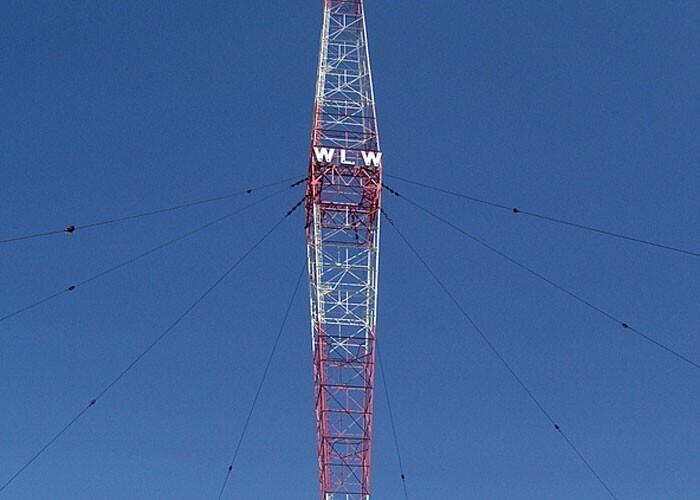 Самой мощной коммерческой радиостанцией в истории была станция WLW мощностью в 500 киловатт. Местные жители даже слышали трансляции от заборов из колючей проволоки, из кастрюлей и матрасов