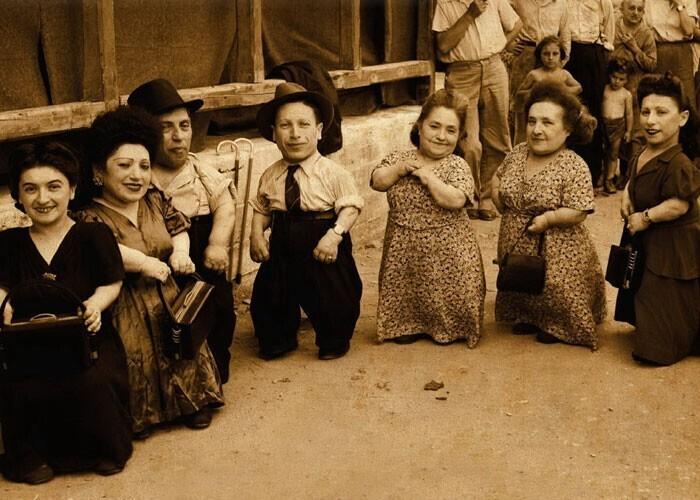 Семья Овиц - не только самая большая семья карликов, но и самая большая семья (12 человек), выжившая в Освенциме