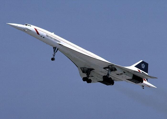 Сверхзвуковой пассажирский самолёт Конкорд летал быстрее пули. Если он вылетал из Лондона в сторону Нью-Йорка вечером, при достижении крейсерской скорости 2300 км/ч пассажирам в самолете казалось, что Солнце снова начинает восходить