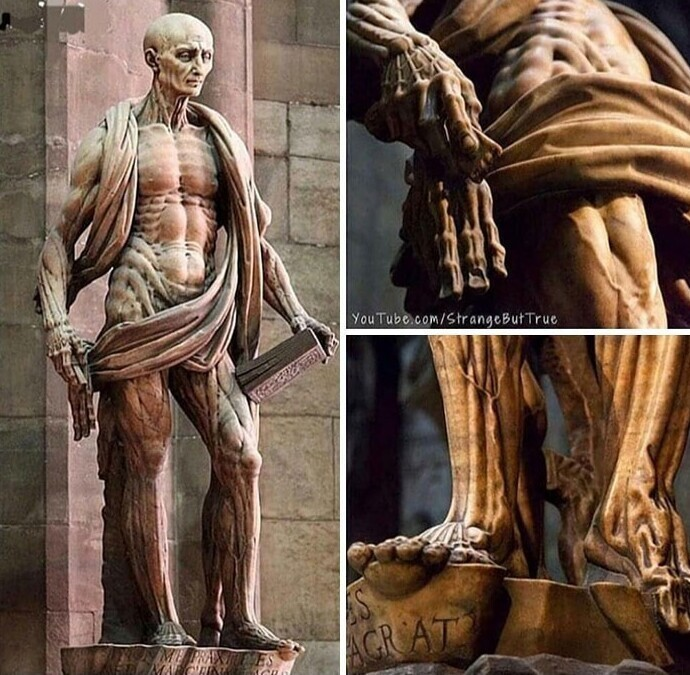 8. Статуя святого Варфоломея, раннехристианского мученика, с которого живьем содрали кожу. Он держит не кусок ткани, а свою кожу